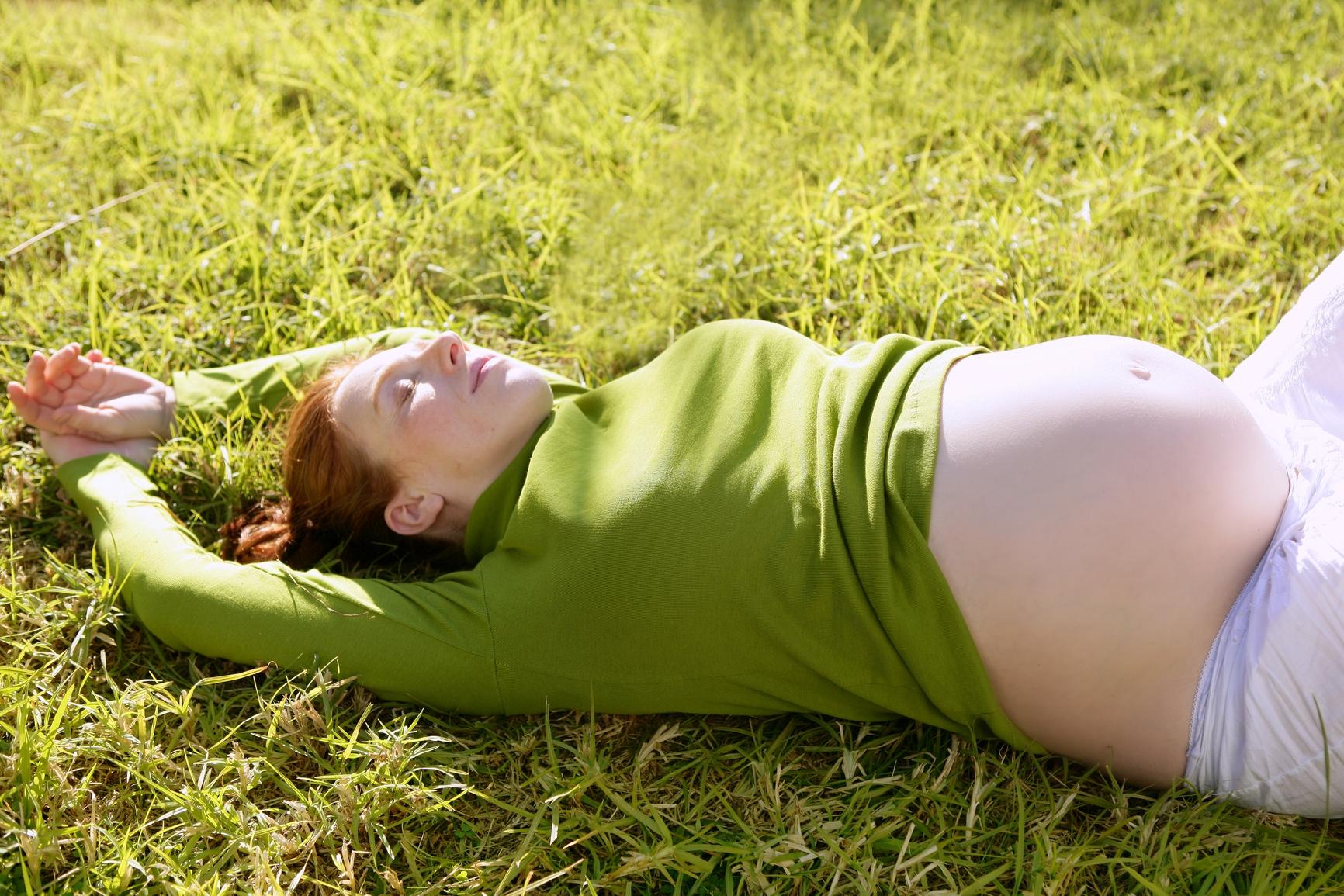 К чему снится беременная девушка знакомая