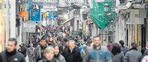 Много людей на улице