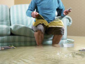 Залило квартиру грязной водой