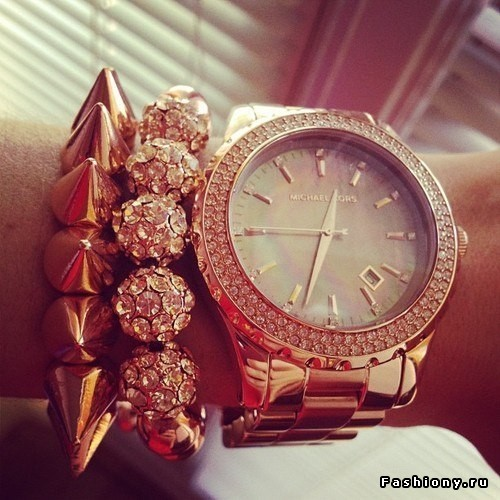 Одевать чужие часы даже на короткое время можно лишь в том случае, если есть уверенность в благополучии их хозяина.