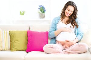 Счастливая беременная мама