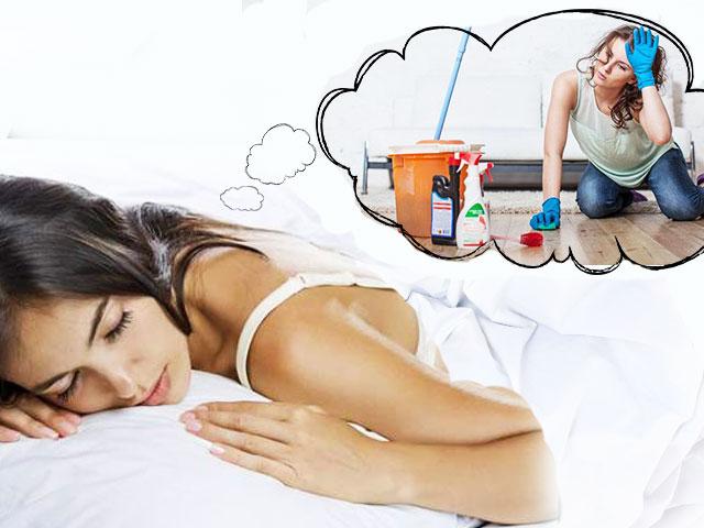 Видеть во сне бывшую девушку — подобное сновидение символизирует неостывшие чувства молодого человека к бывшей пассии.