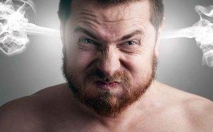 Агрессивный мужчина