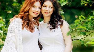 Беременные сестры