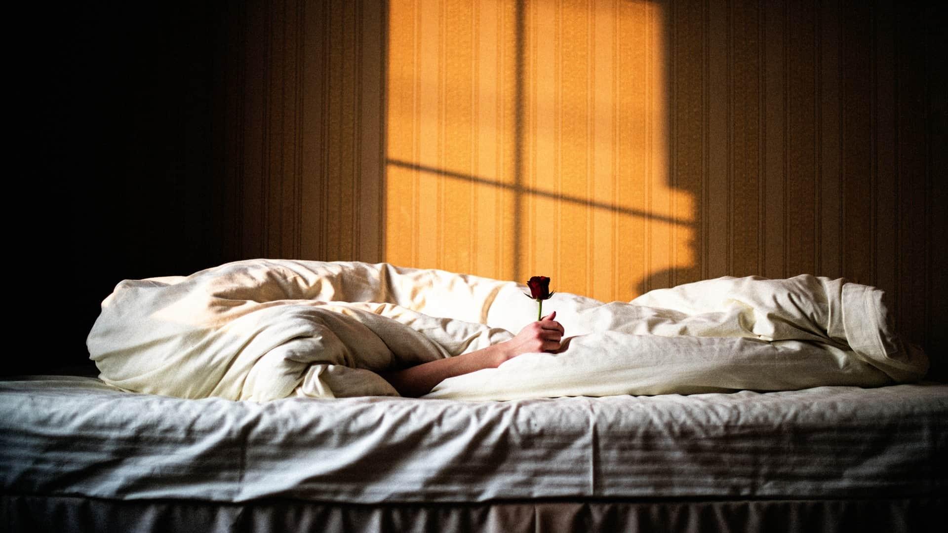 К чему снится постель: видеть во сне кровать, застилать ... Ссора с Парнем