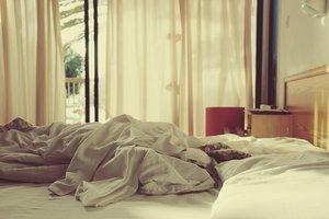 К чему снится лежать в постели