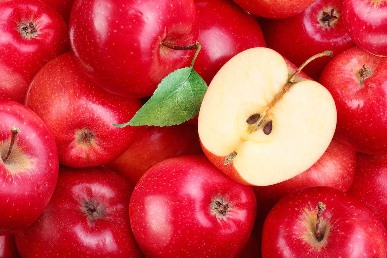 К чему снятся яблоки спелые и красивые или гнилые и червивые: толкование снов