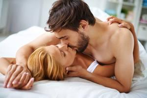 К чему приснился поцелуй в грудь