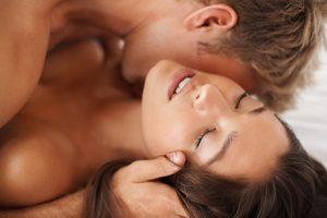 Женская грудь во сне