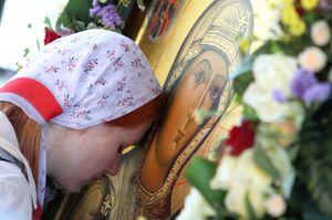 Молиться перед иконой