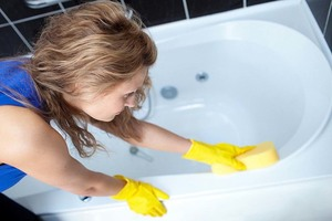 Чистить ванну